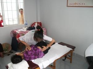 Anne ajuste une habitante du vietnam